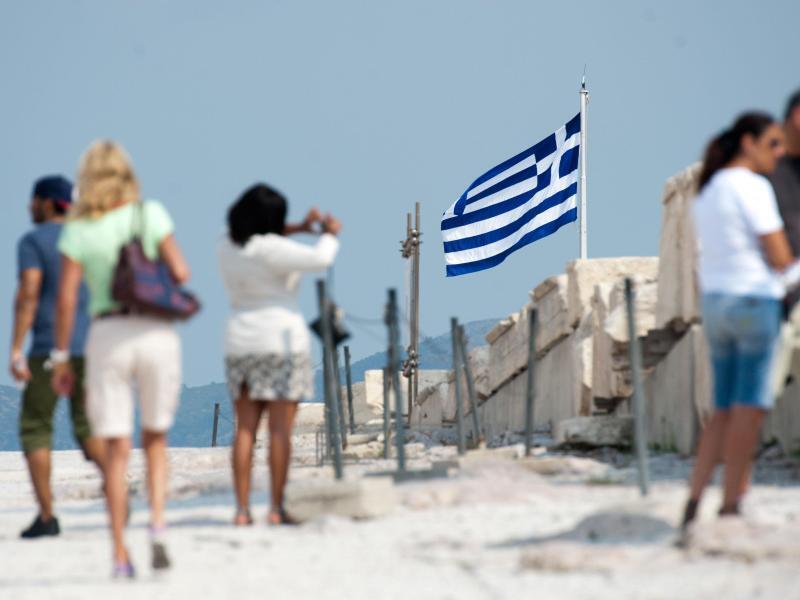 Bild zu Touristen auf der Akropolis