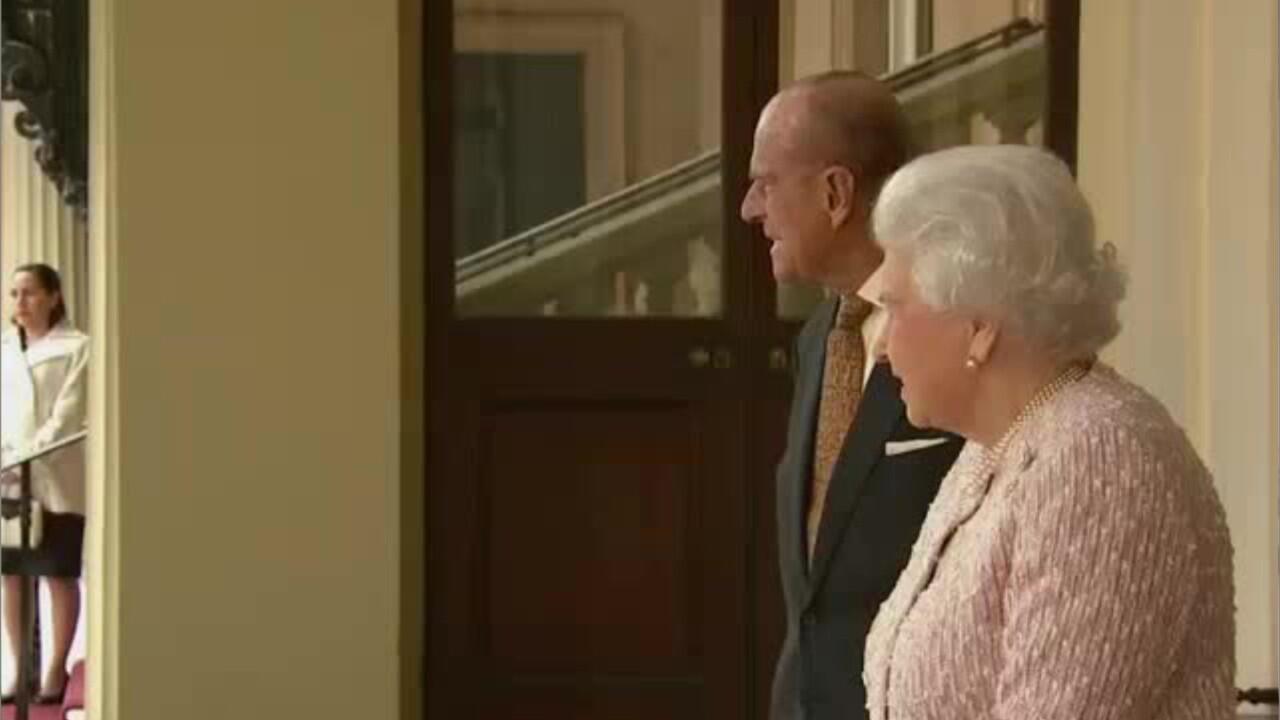 Bild zu Aus diesen Gründen wollte der Palast die Liebe der Queen zu Philip verbieten