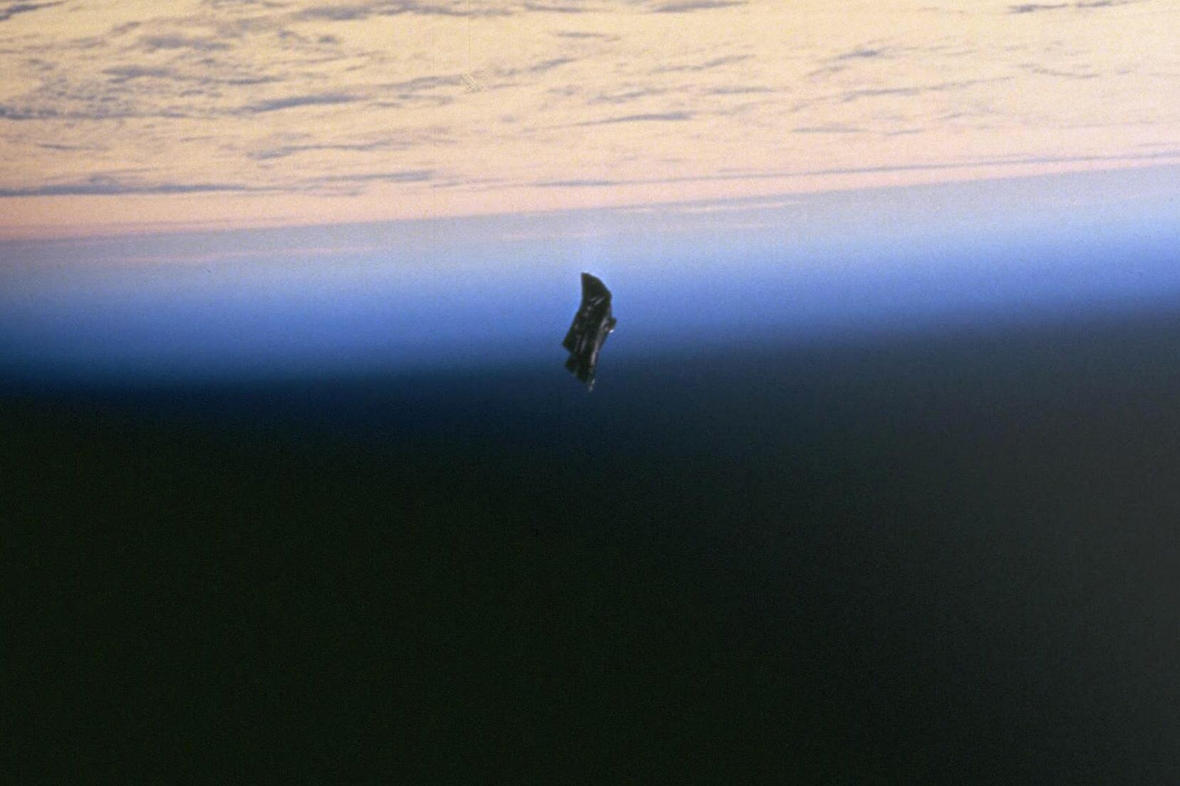 Bild zu Black Knight Satellit