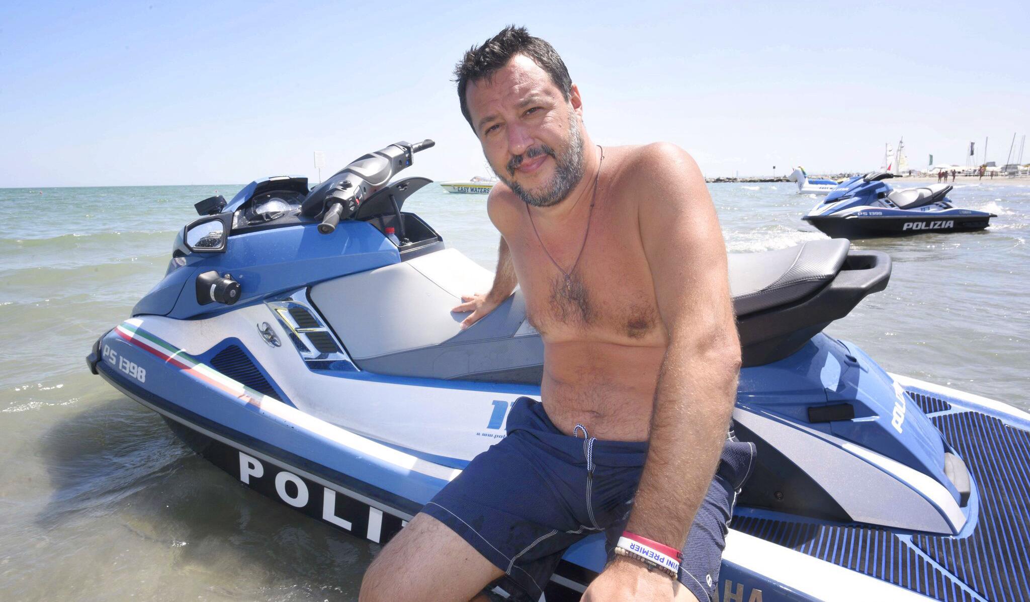 Bild zu Salvini im Urlaub