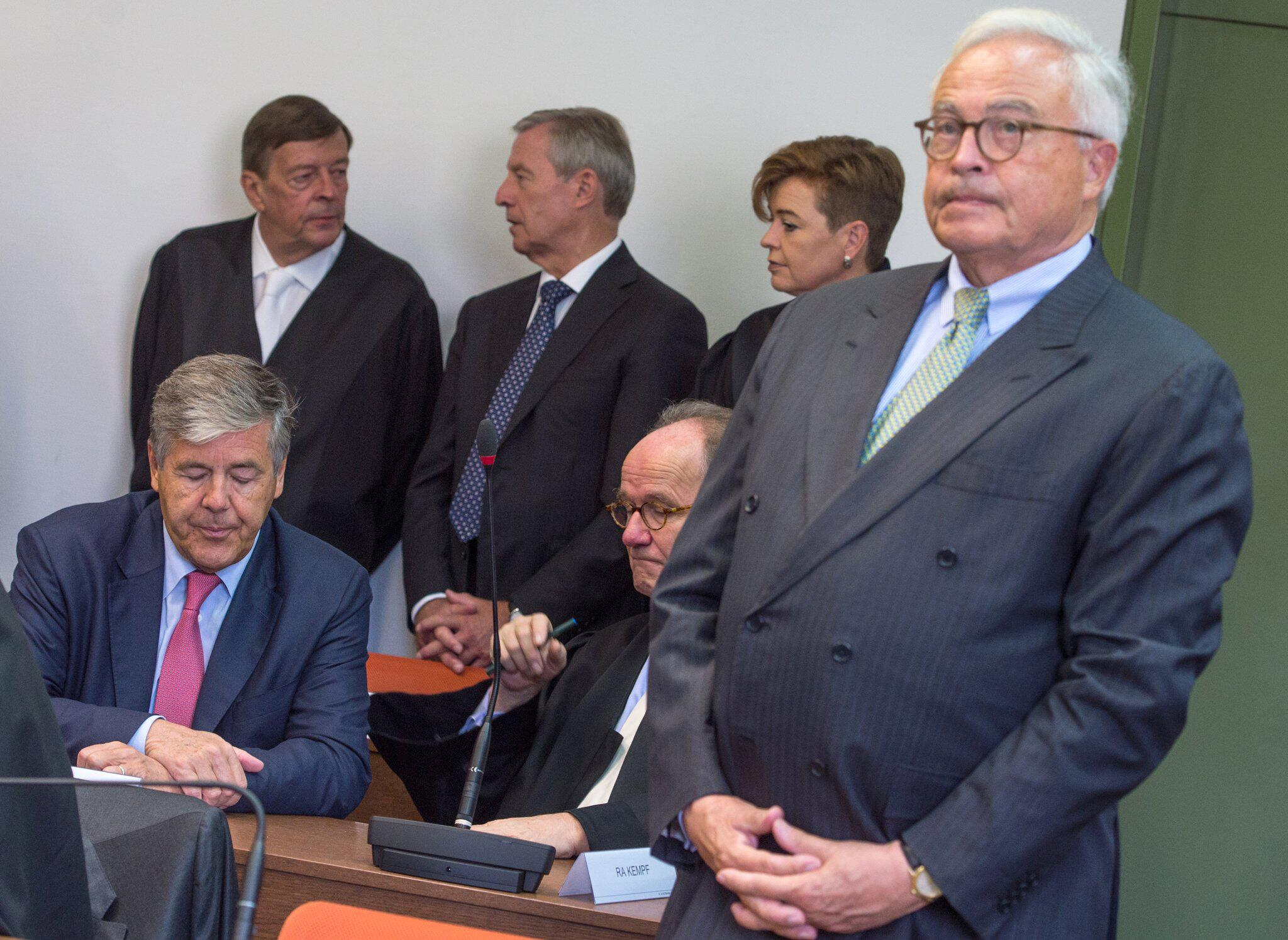 Bild zu BGH verkündet Urteil zu Freisprüchen für Ex-Deutsche-Bank-Chefs