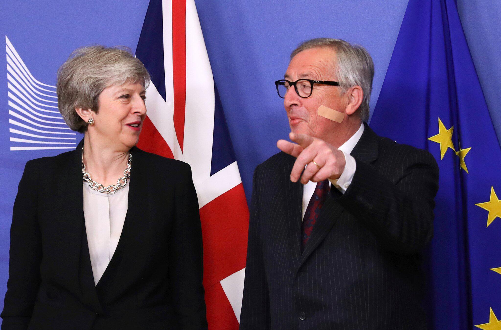 Bild zu Brexit - May in Brüssel