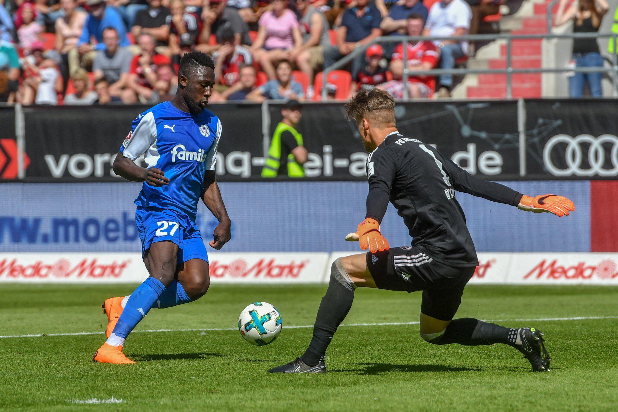 Bild zu FC Ingolstadt 04 - Holstein Kiel, Kingsley Schindler, Örjan Nyland, 32. Spieltag