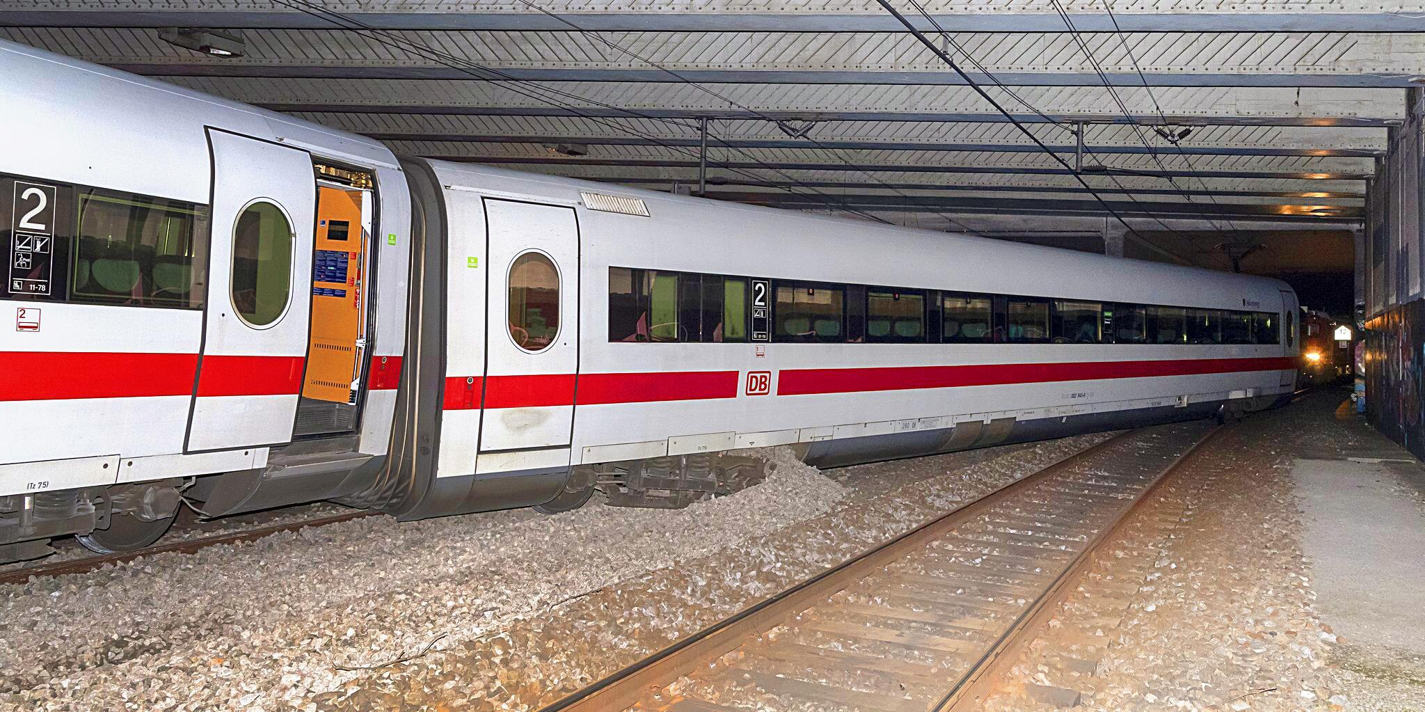 Bild zu ICE in Basel entgleist