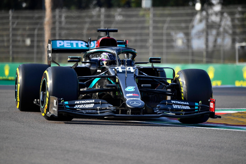 Bild zu Formel 1: Lewis Hamilton siegte auch in Imola und kann damit in zwei Wochen Weltmeister werden.