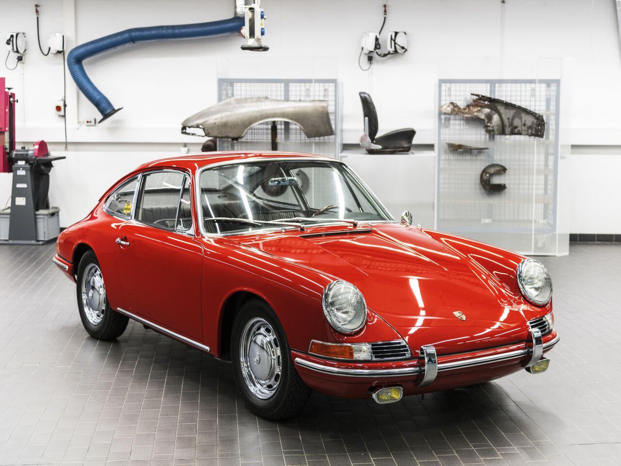 Bild zu Als der 911 noch 901 hiess: Porsche Museum zeigt erstmals den ältesten Elfer
