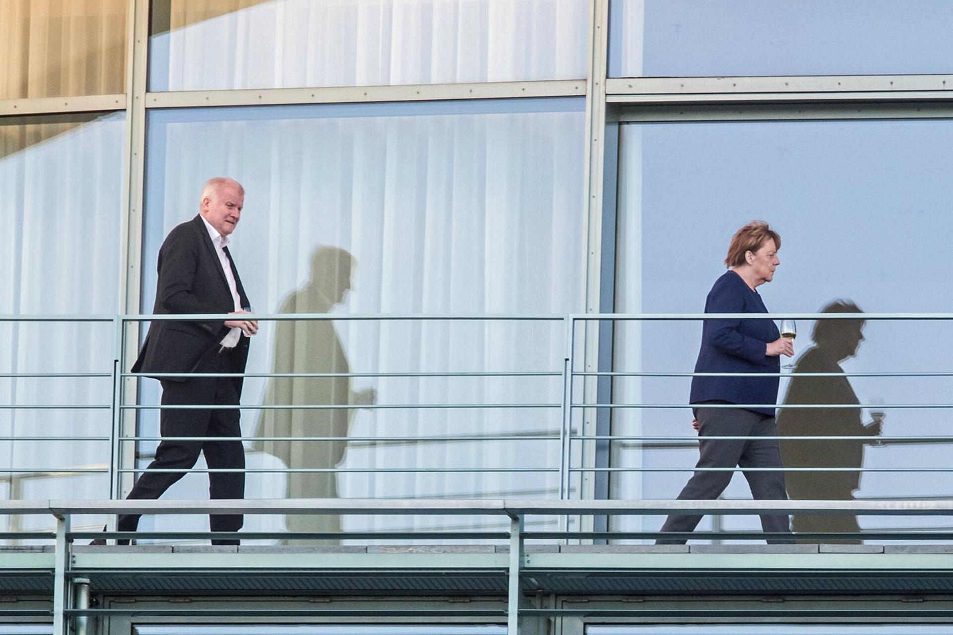 Bild zu Merkel trifft Seehofer im Kanzleramt