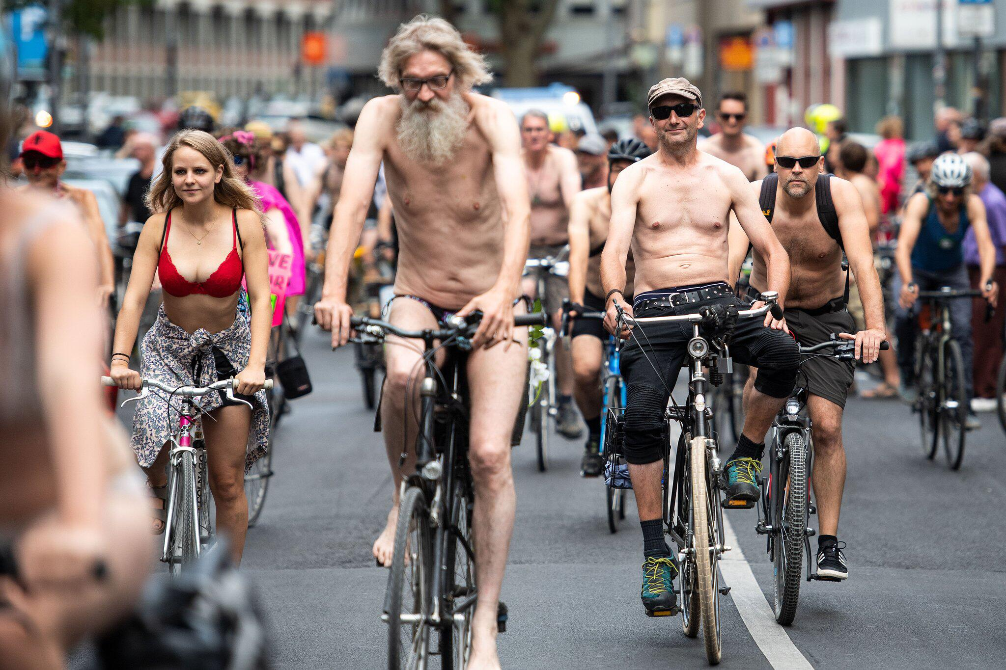 Bild zu Cologne Naked Bike Ride