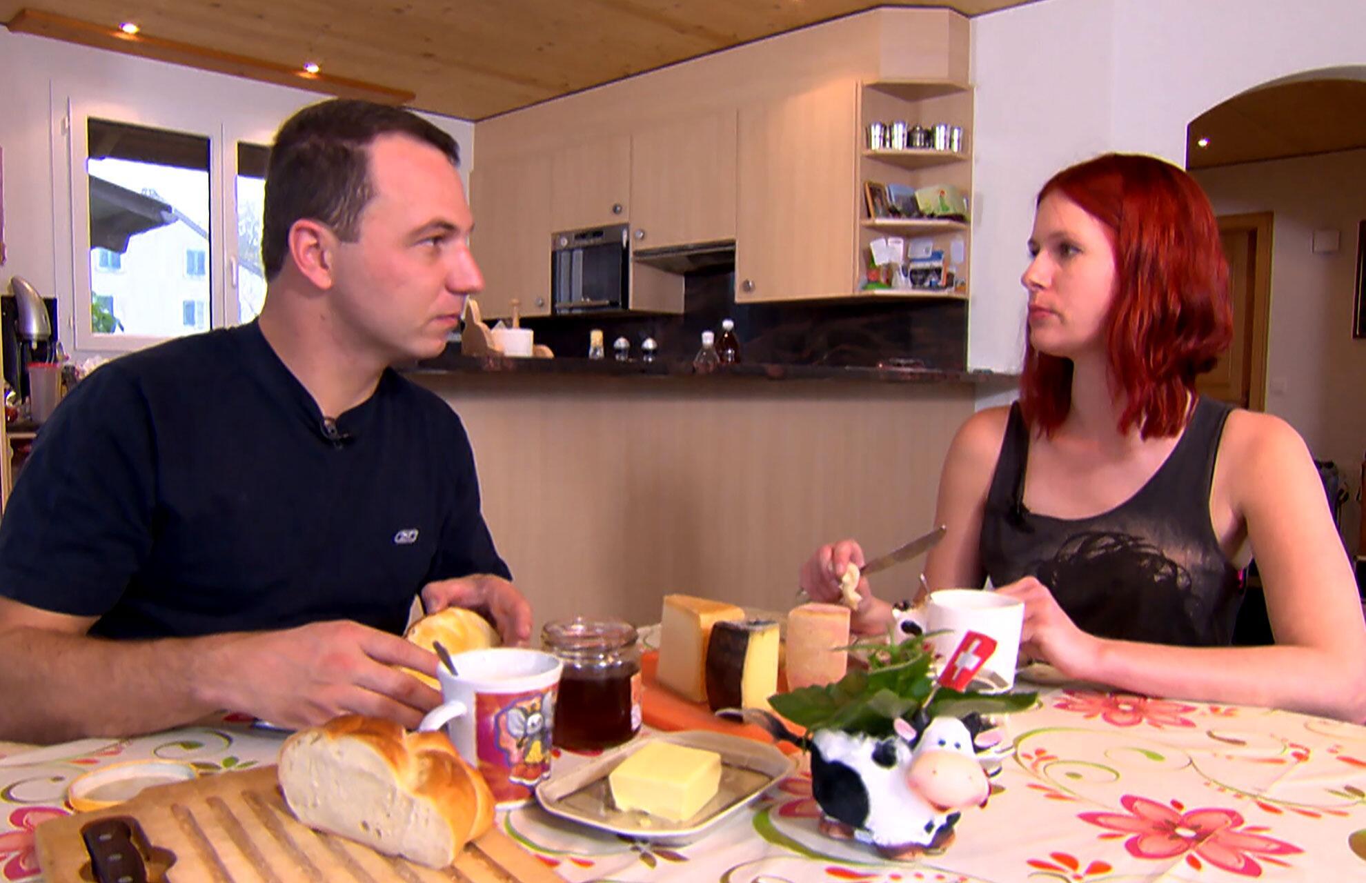 Bild zu Bauer, ledig, sucht: Patricia und Richi beim Frühstück