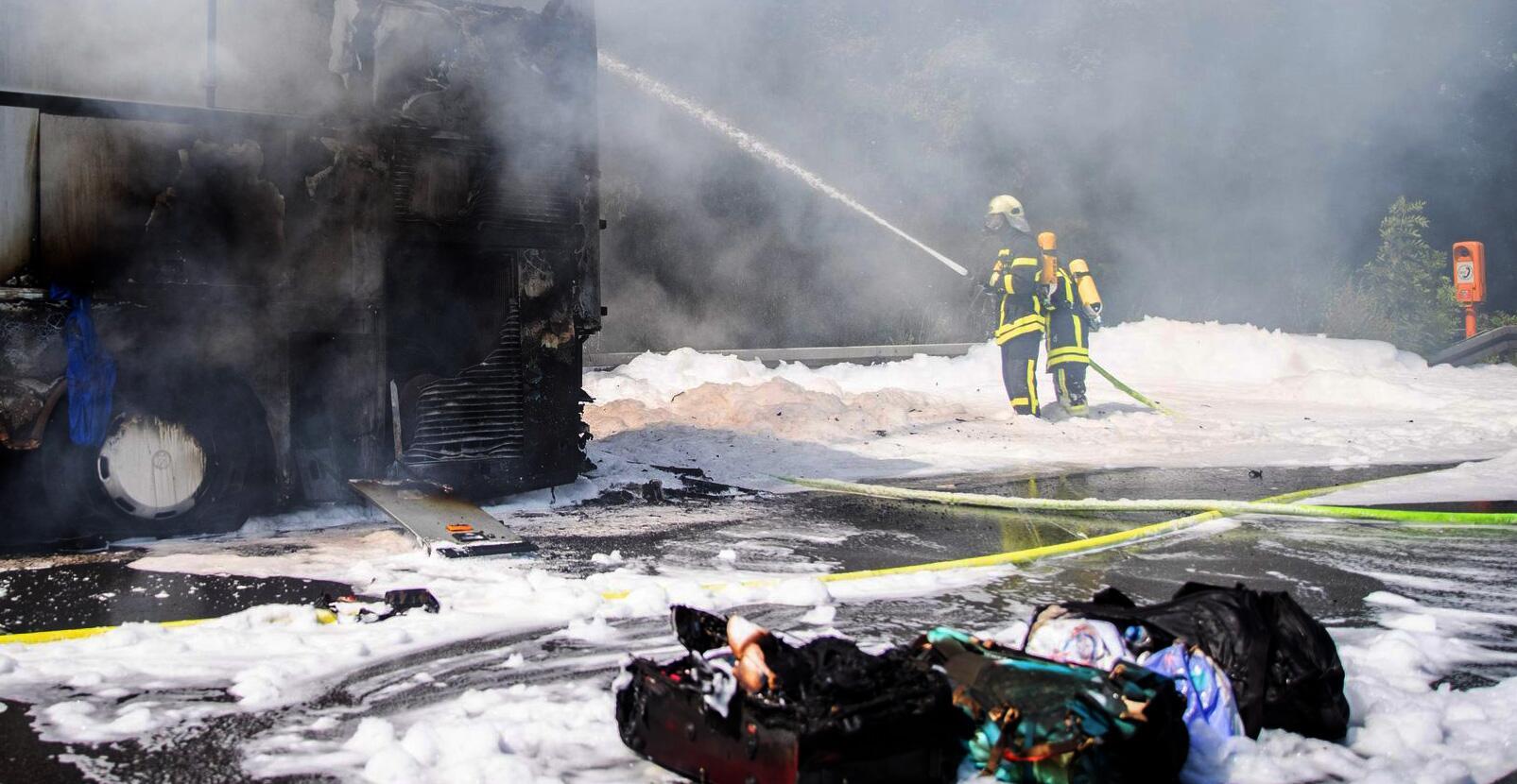 Bild zu Busbrand Autobahn 2