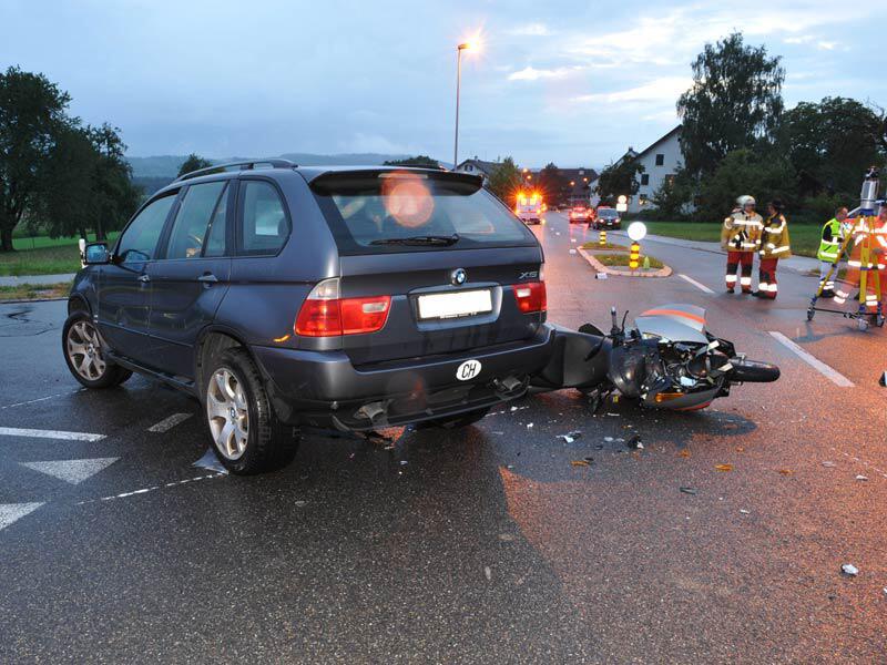 Bild zu Rümlang: Verkehrsunfall fordert ein Todesopfer