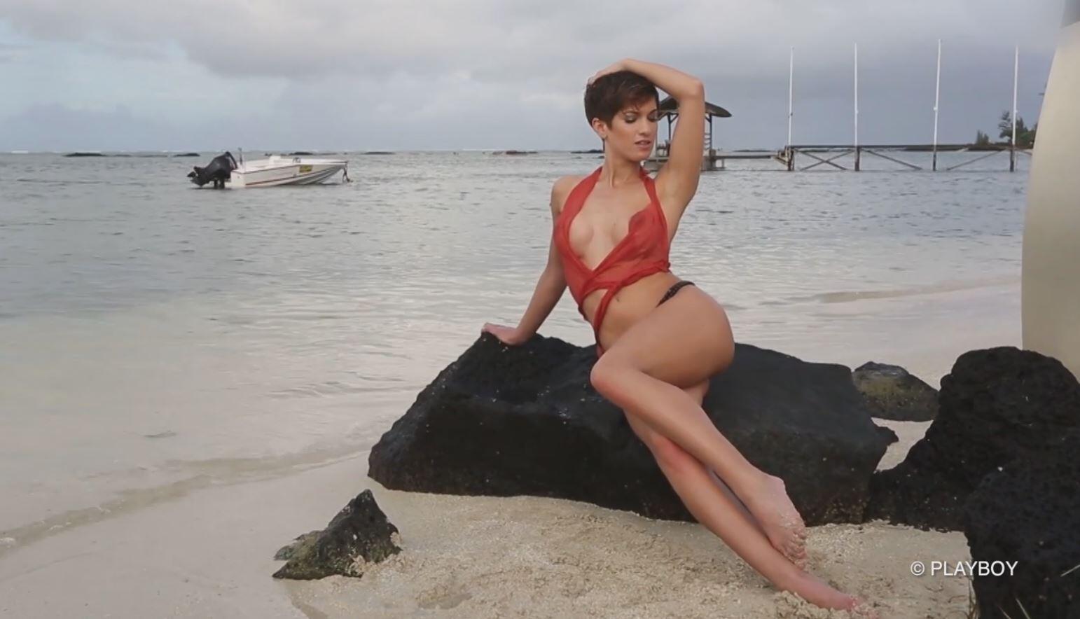 Bild zu OP-Geständnis? Das sagt Isabell Horn zu ihrem Playboy-Busen!