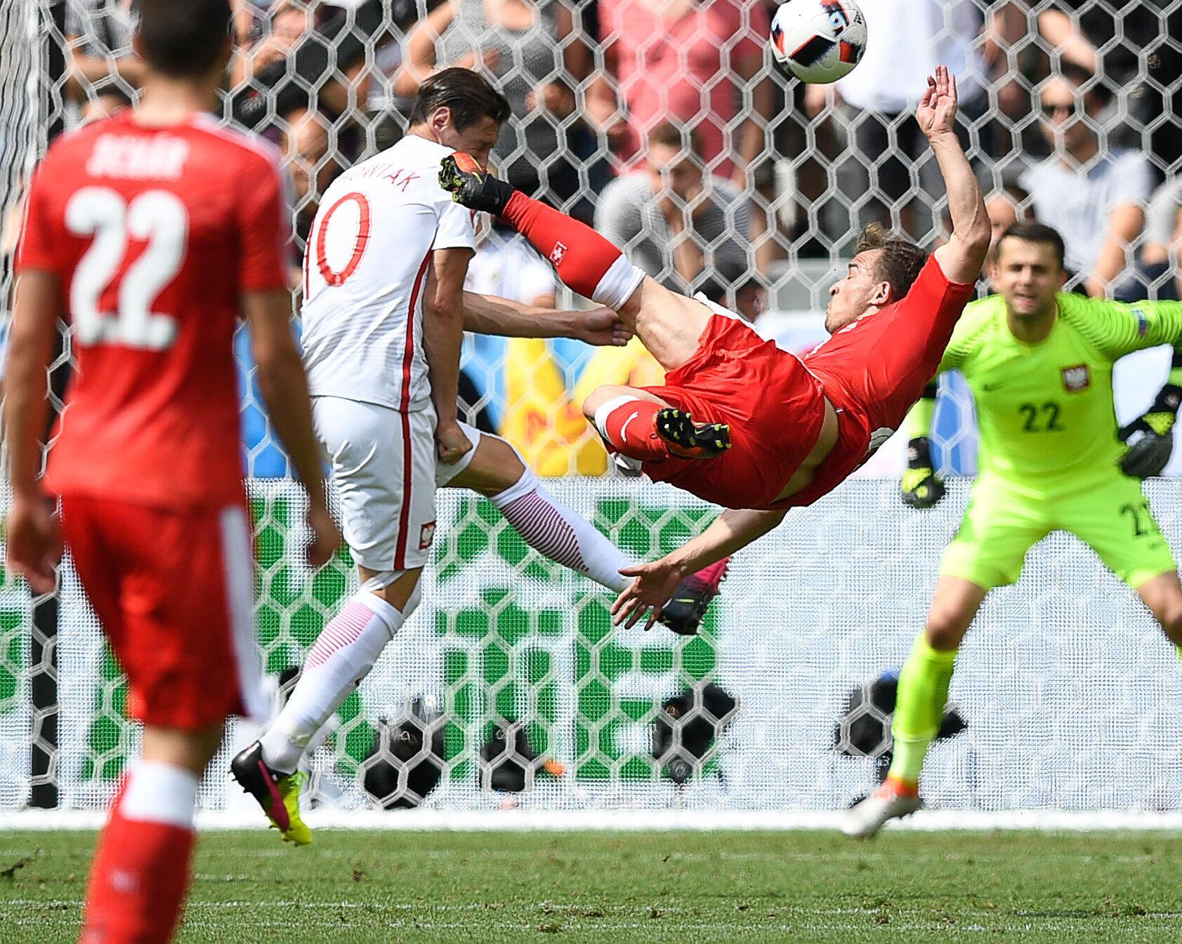 Bild zu Zum Geniessen: Der sensationelle Treffer von Xherdan Shaqiri gegen Polen.