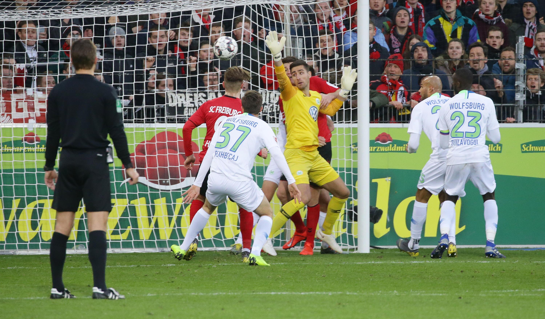 Bild zu Fussball, Bundesliga, Wolfsburg, Freiburg