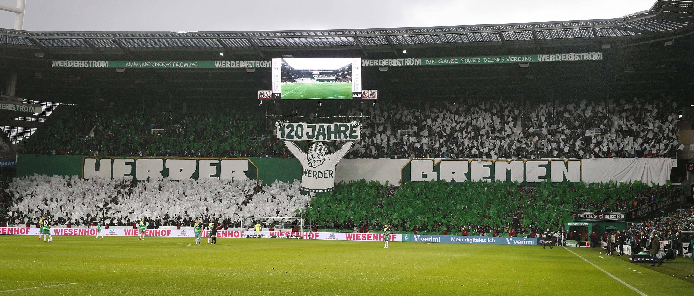 Bild zu Fussball, Bundesliga, Bremen, Augsburg, Choreographie