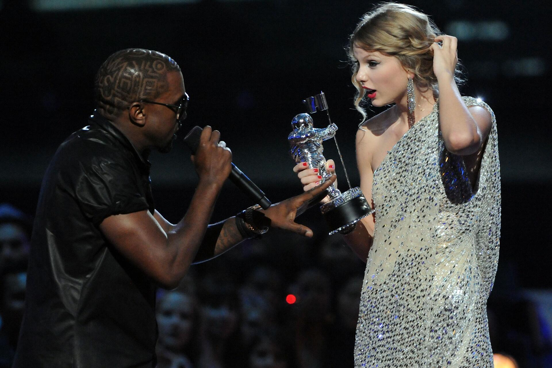 Bild zu Kayne West, Taylor Swift, MTV Video Music Awards, 2009