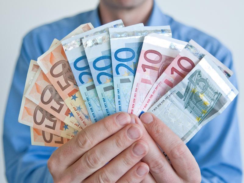 Bild zu Geld und Lob