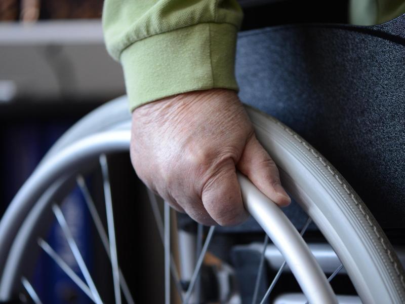 Bild zu Im Rollstuhl