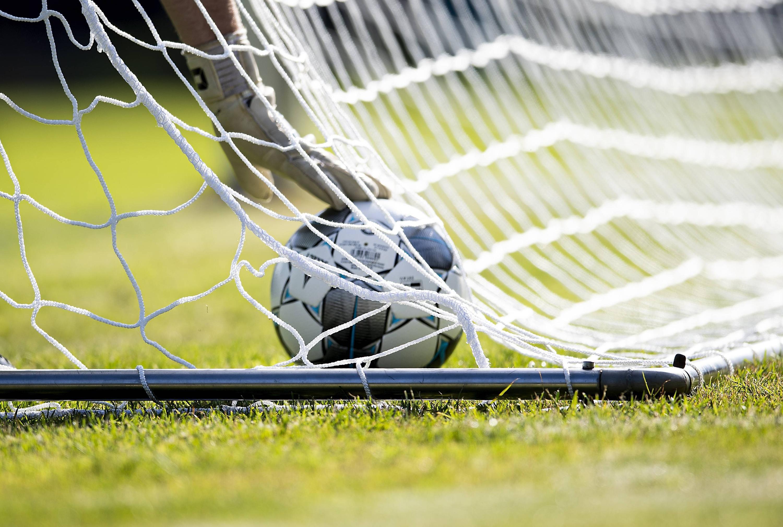 Bild zu Fussball, Tor, Torwart, Ball, Netz