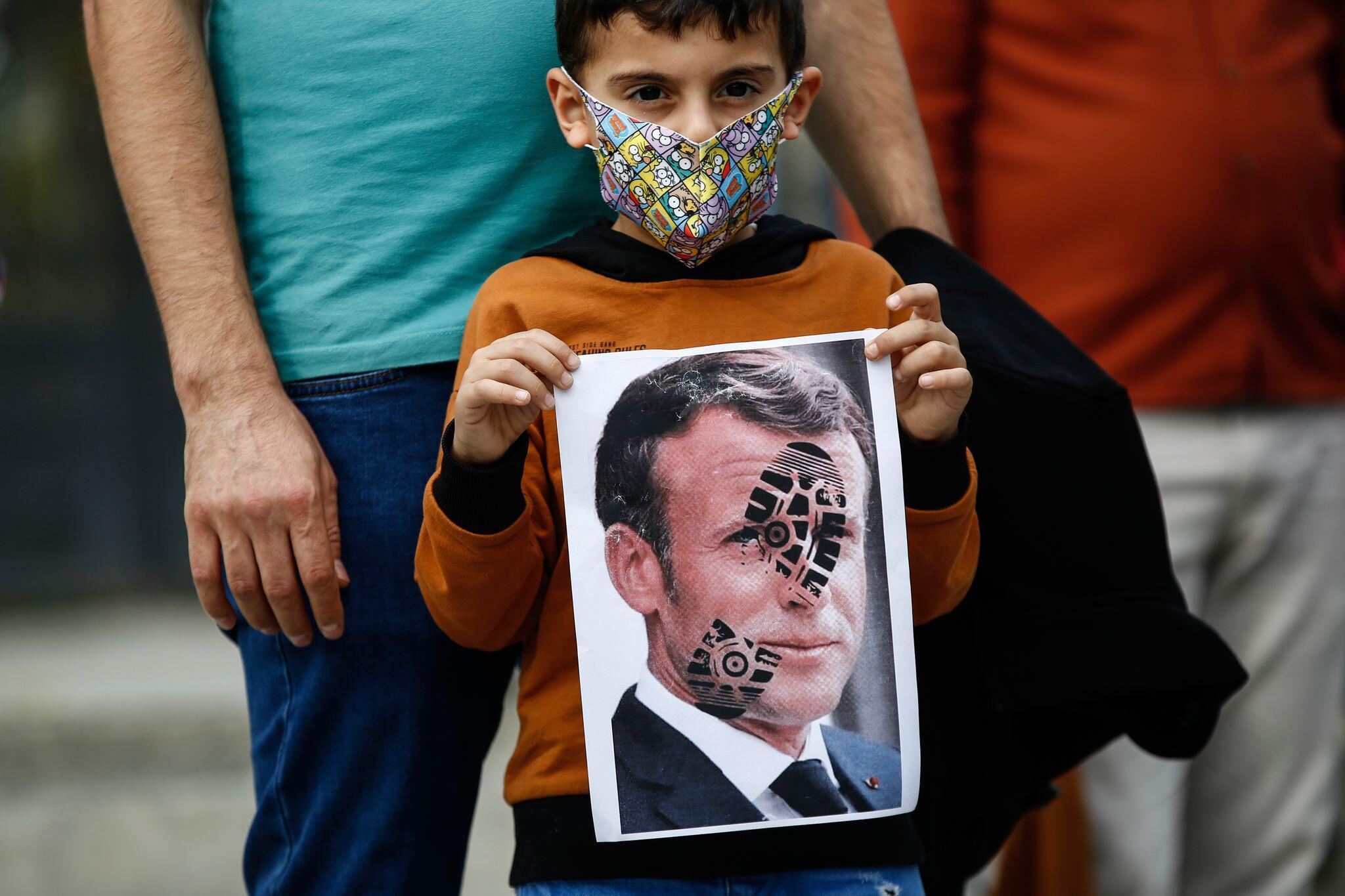Bild zu Proteste gegen französischen Staatschef Macron