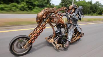 Bild zu Predator, Motorrad