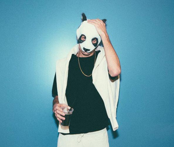 Bild zu Rapper Cro zeigt sich ohne Panda-Maske