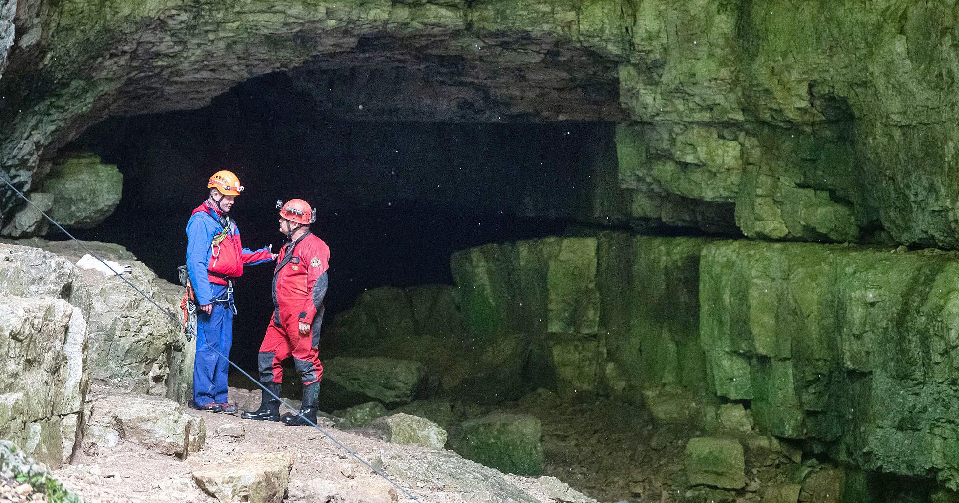 Bild zu Zwei Männer aus Höhle gerettet