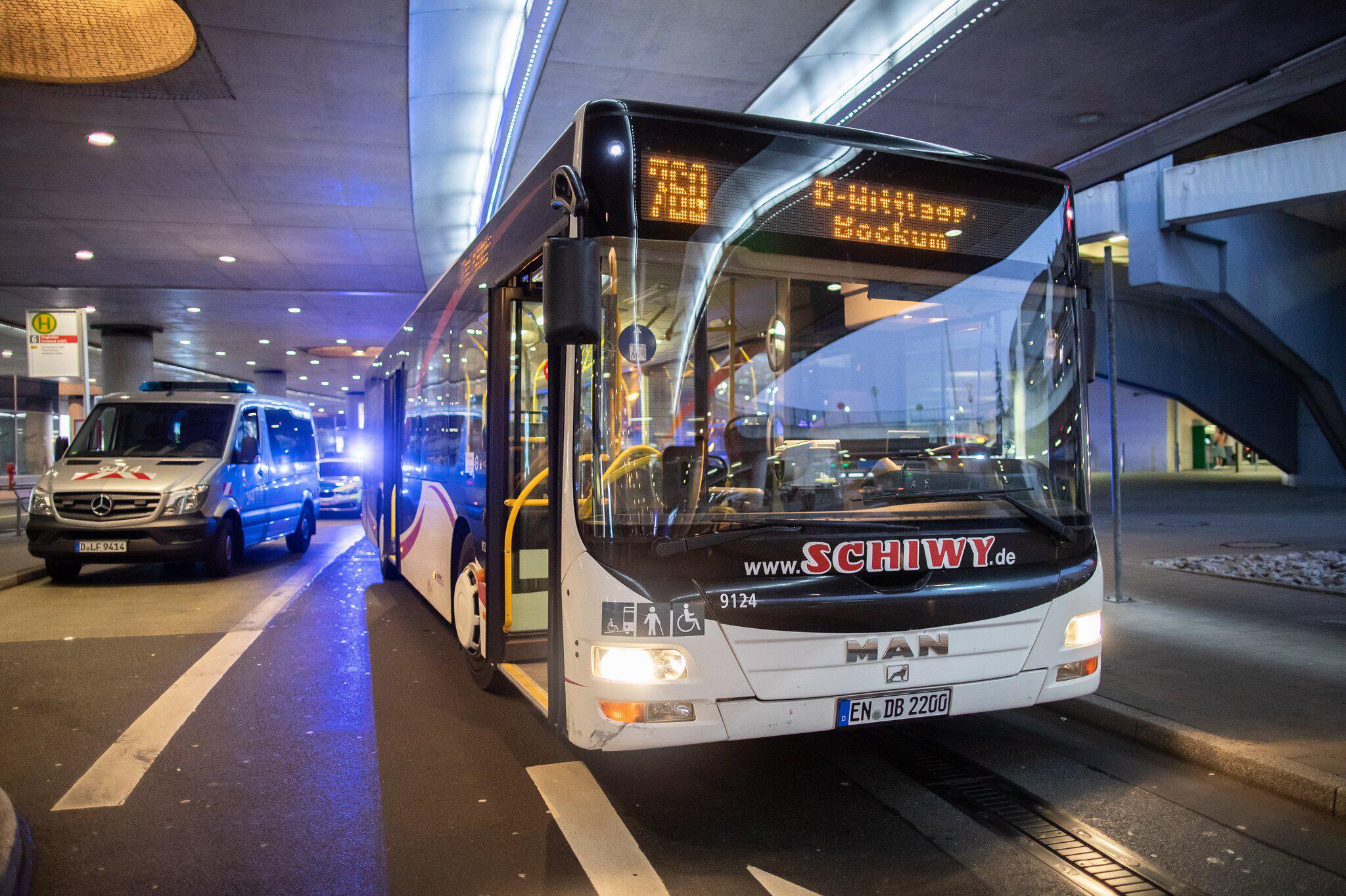 Bild zu Knife stabbing in a bus at Duesseldorf airport