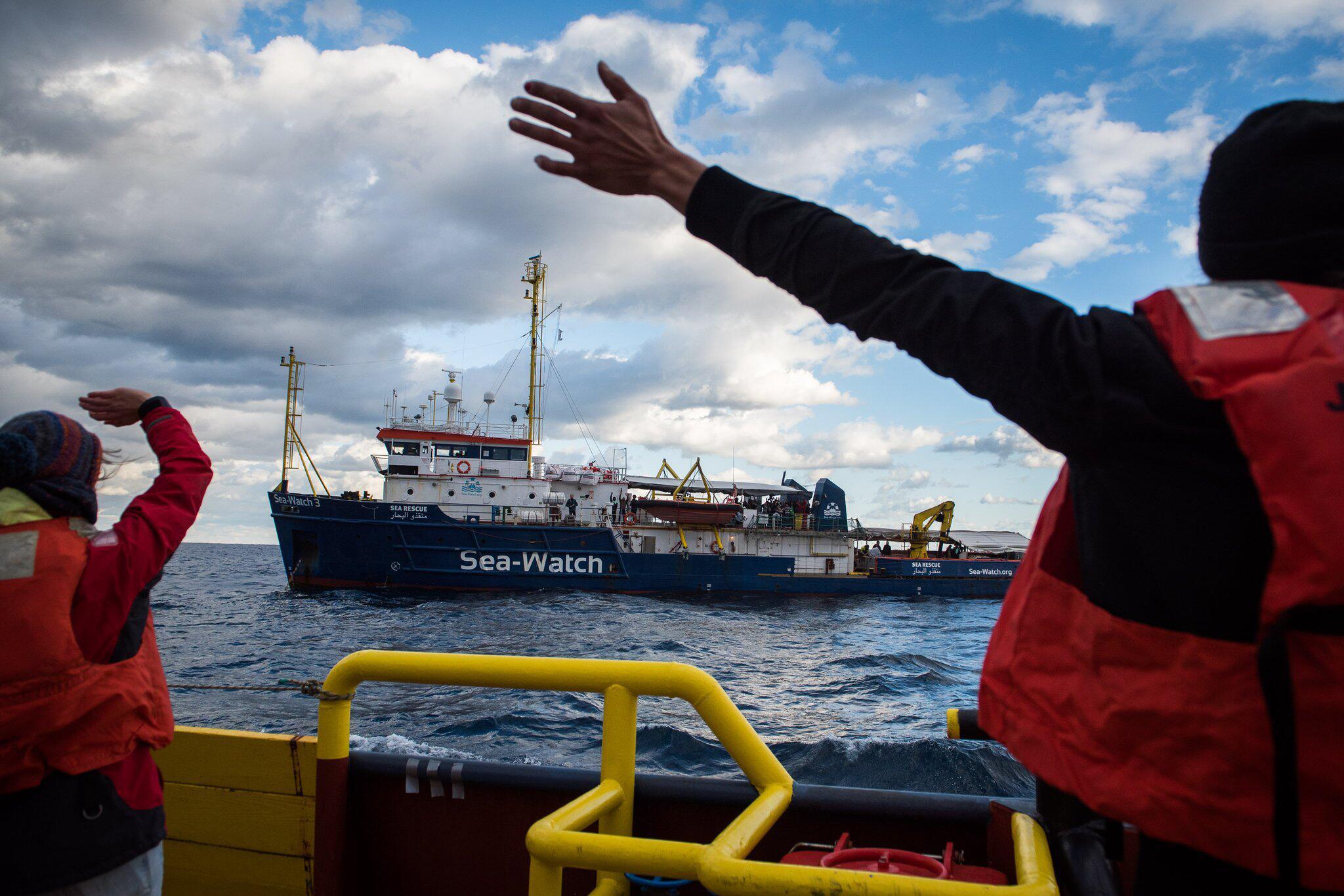 Bild zu Migranten auf Rettungsschiff vor Malta