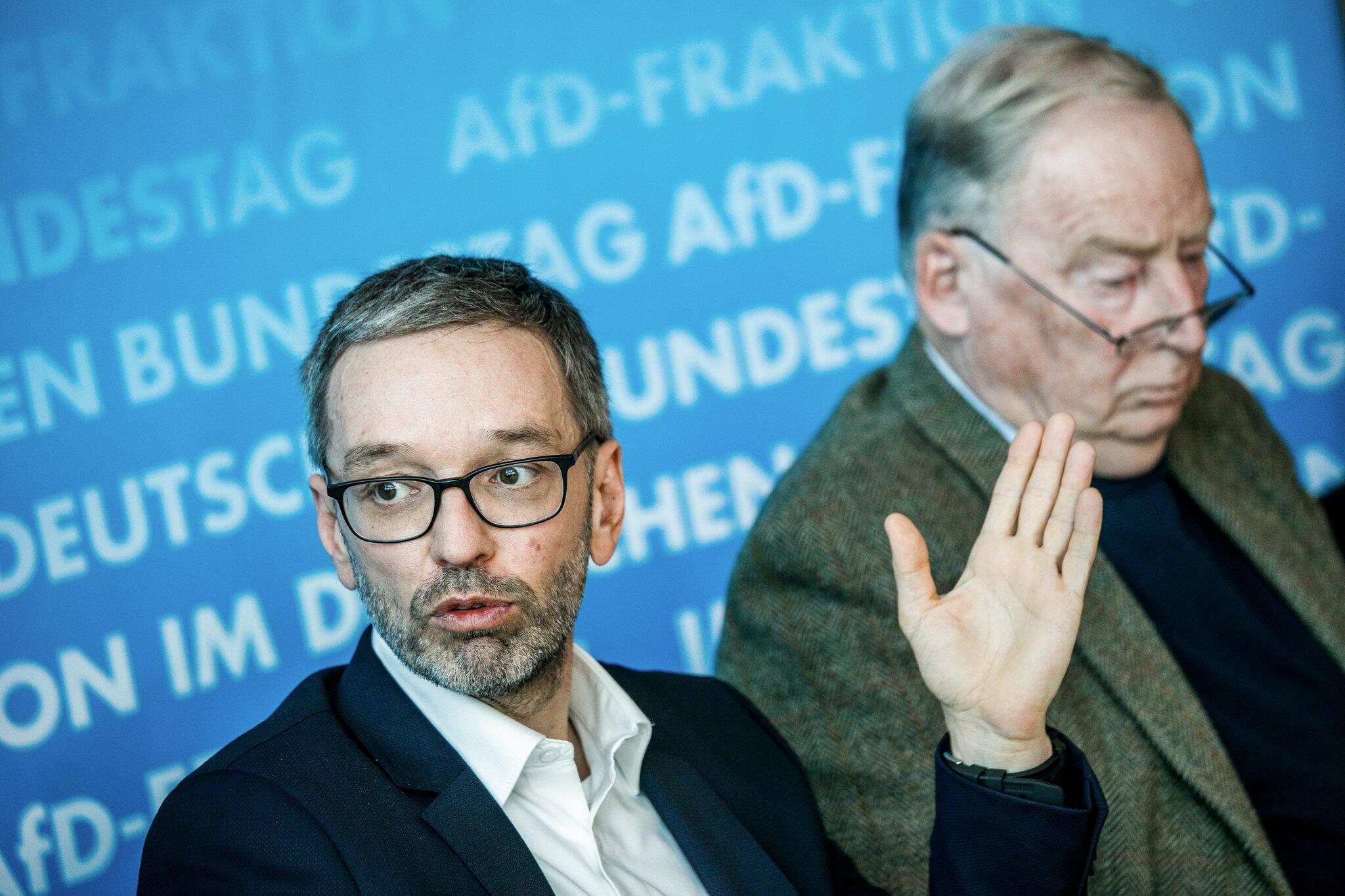 Bild zu AfD talks about border management in Europe