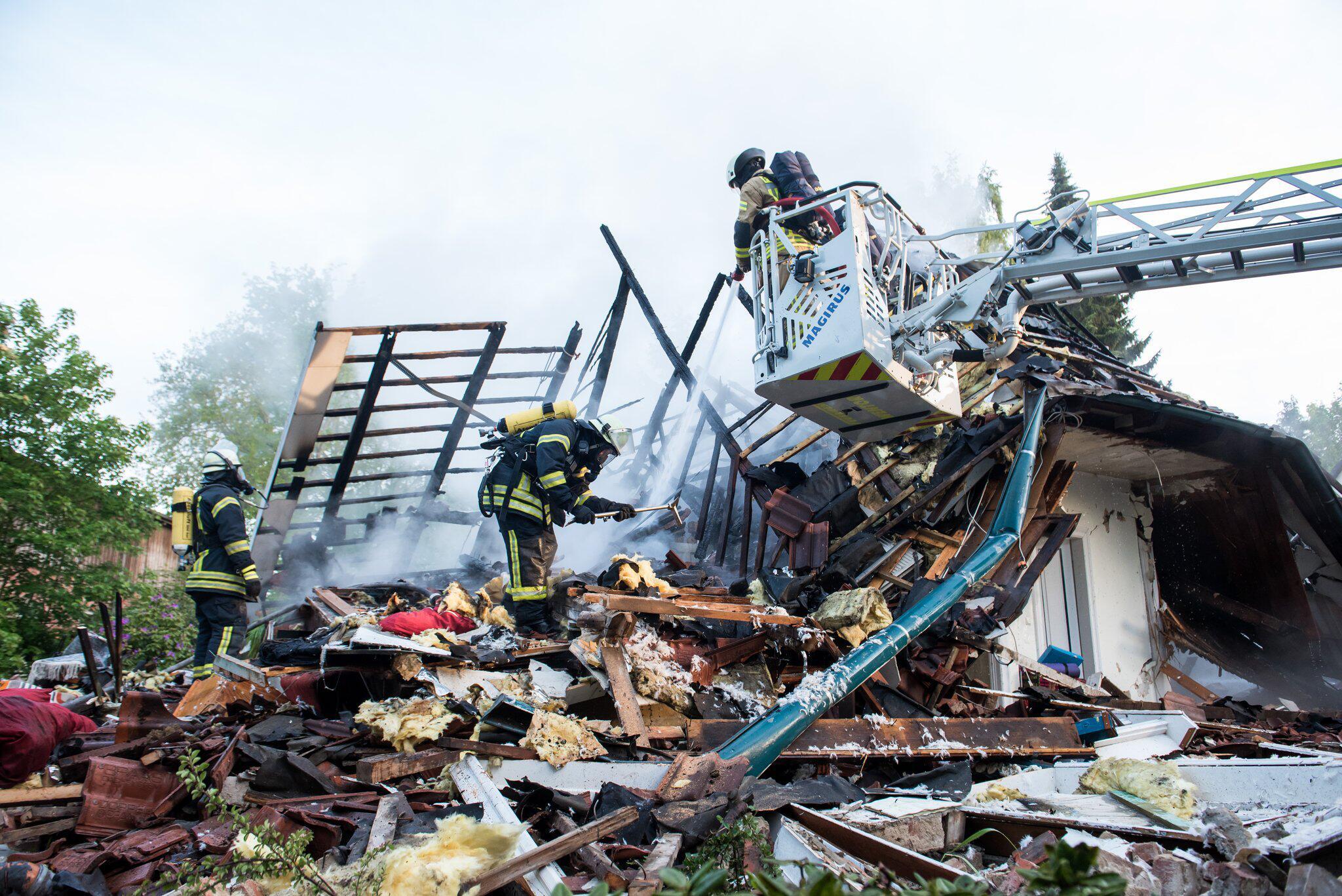 Bild zu Brand in Wohltorfer Wohnhaus - Feuerwehr sucht nach Vermissten