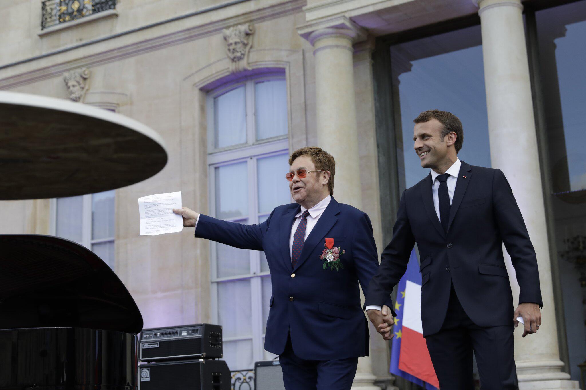 Bild zu Elton John ist Ritter der Ehrenlegion