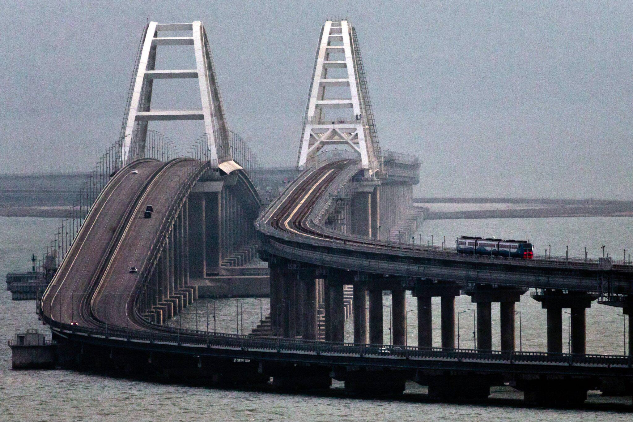 Bild zu Putin gibt umstrittene Krim-Brücke für Zugverkehr frei