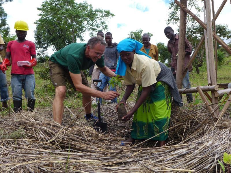 Bild zu Freiwllige Hilfe in Afrika