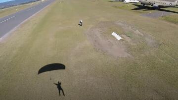 Bild zu Fallschirmspringer Motorrad
