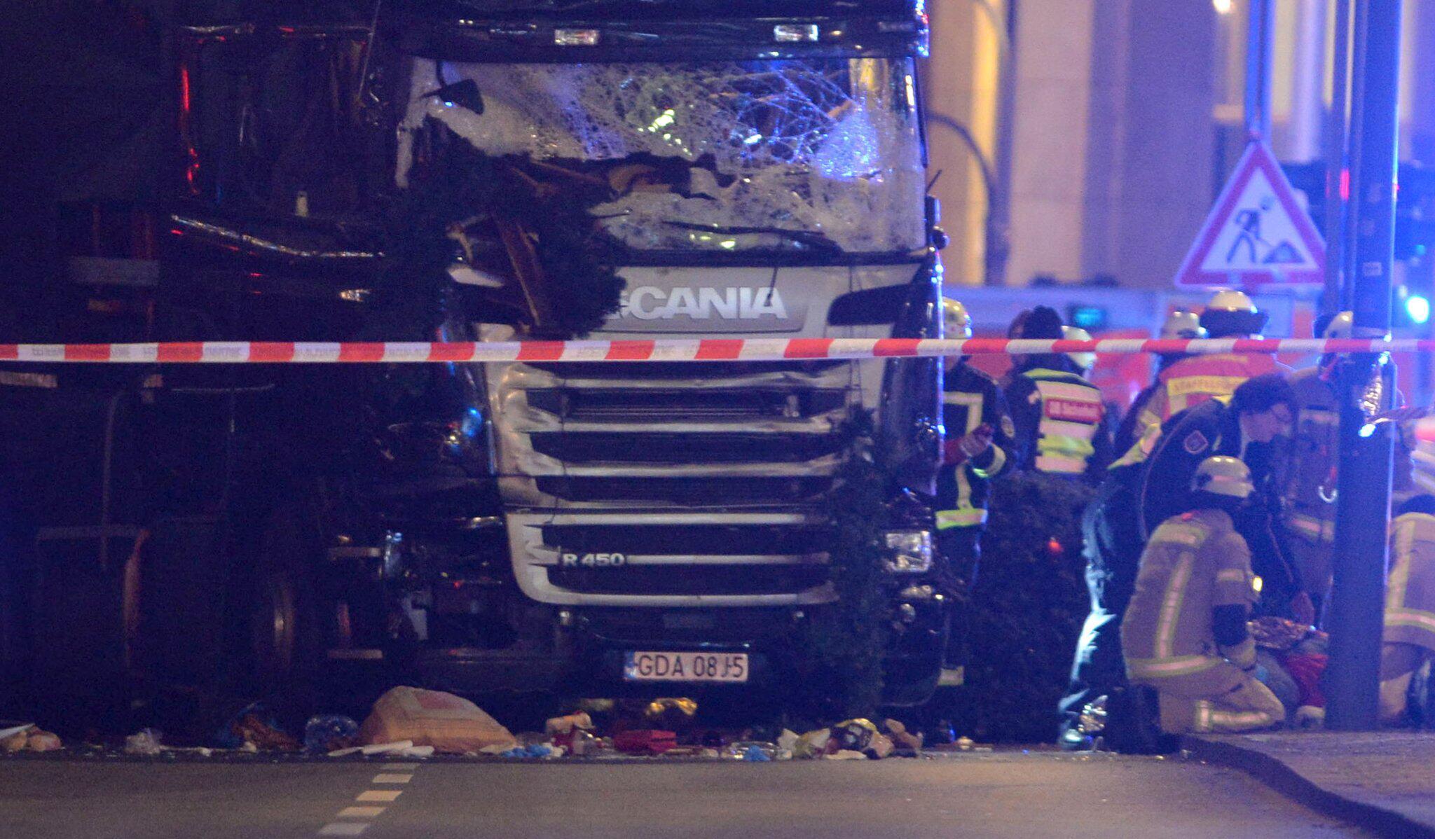 Bild zu Anschlag mit Lastwagen auf Berliner Weihnachtsmarkt