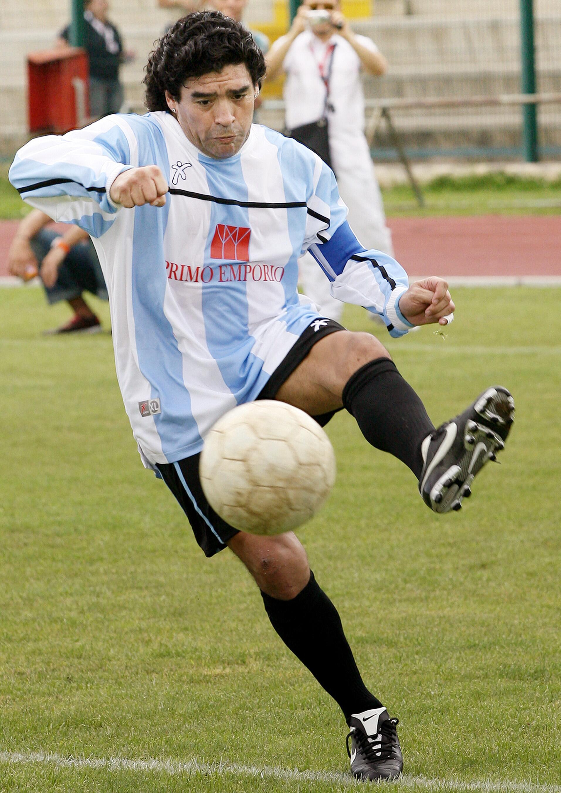 Bild zu Diego Maradona, Giugliano, Neapel, Benefizspiel, Charity