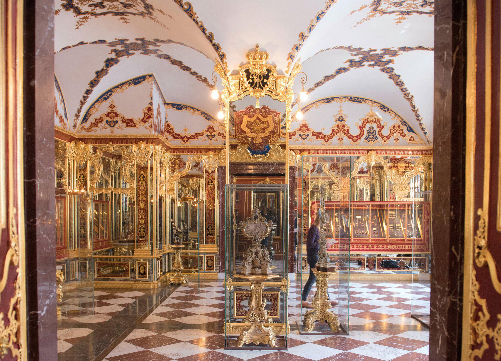 Bild zu Kunstmäzen lobt Geld für gestohlene Dresdner Juwelen aus
