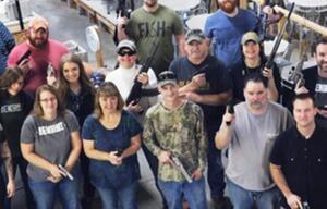 USA: Firma schenkt Mitarbeitern Waffen zu Weihnachten.