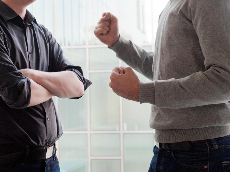 Bild zu Streit unter Kollegen