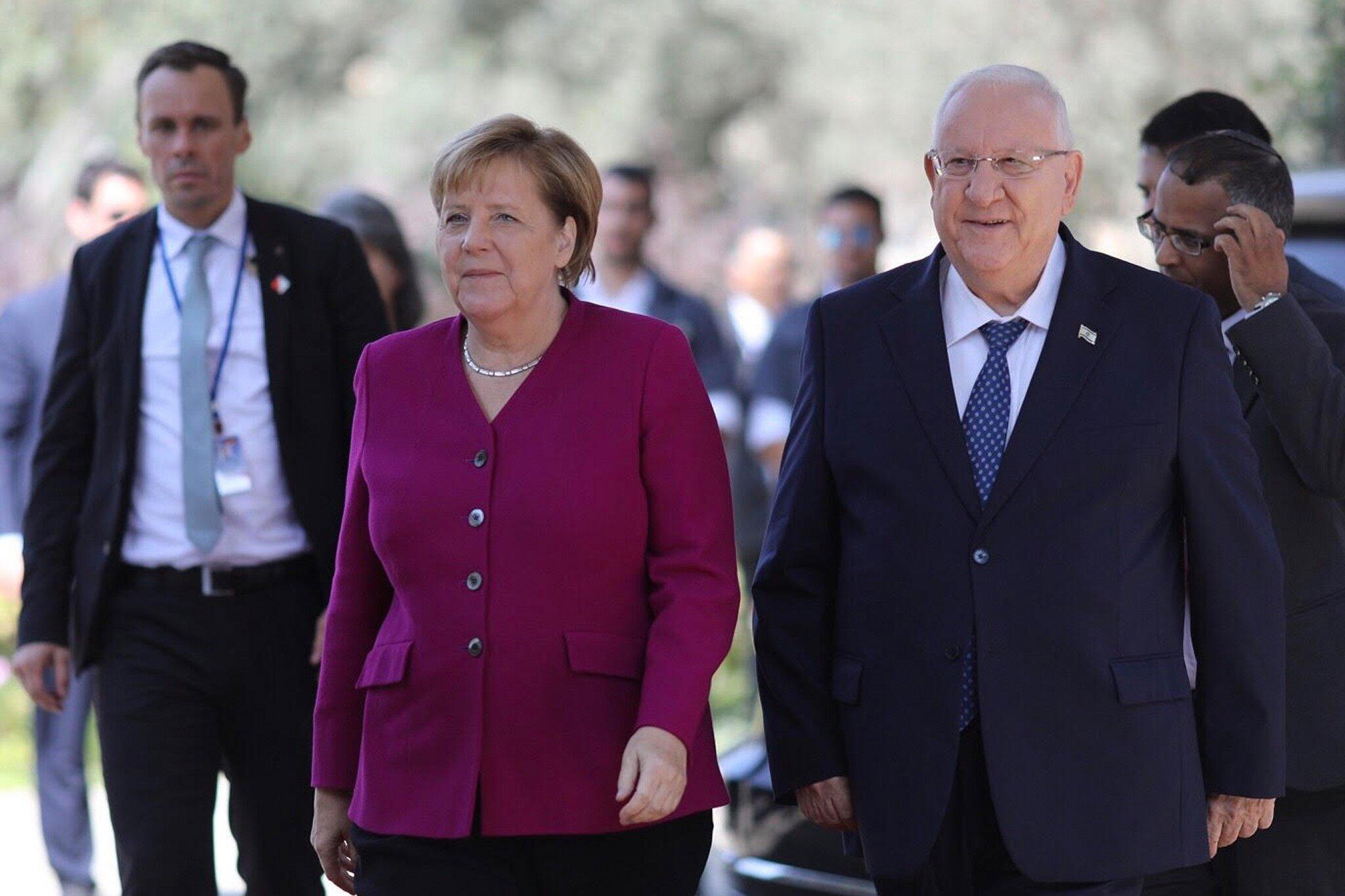 Bild zu Merkel besucht Israel