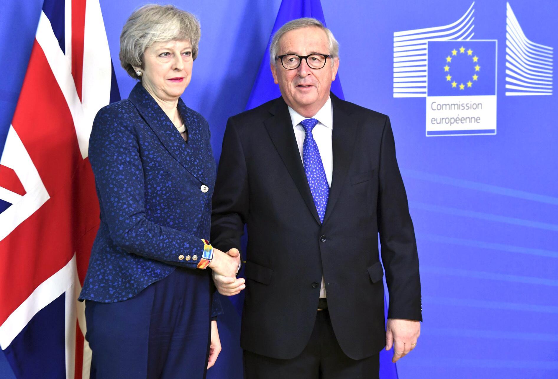 Bild zu Theresa May, Jean-Claude Juncker, EU, Brüssel, Brexit, Gespräche