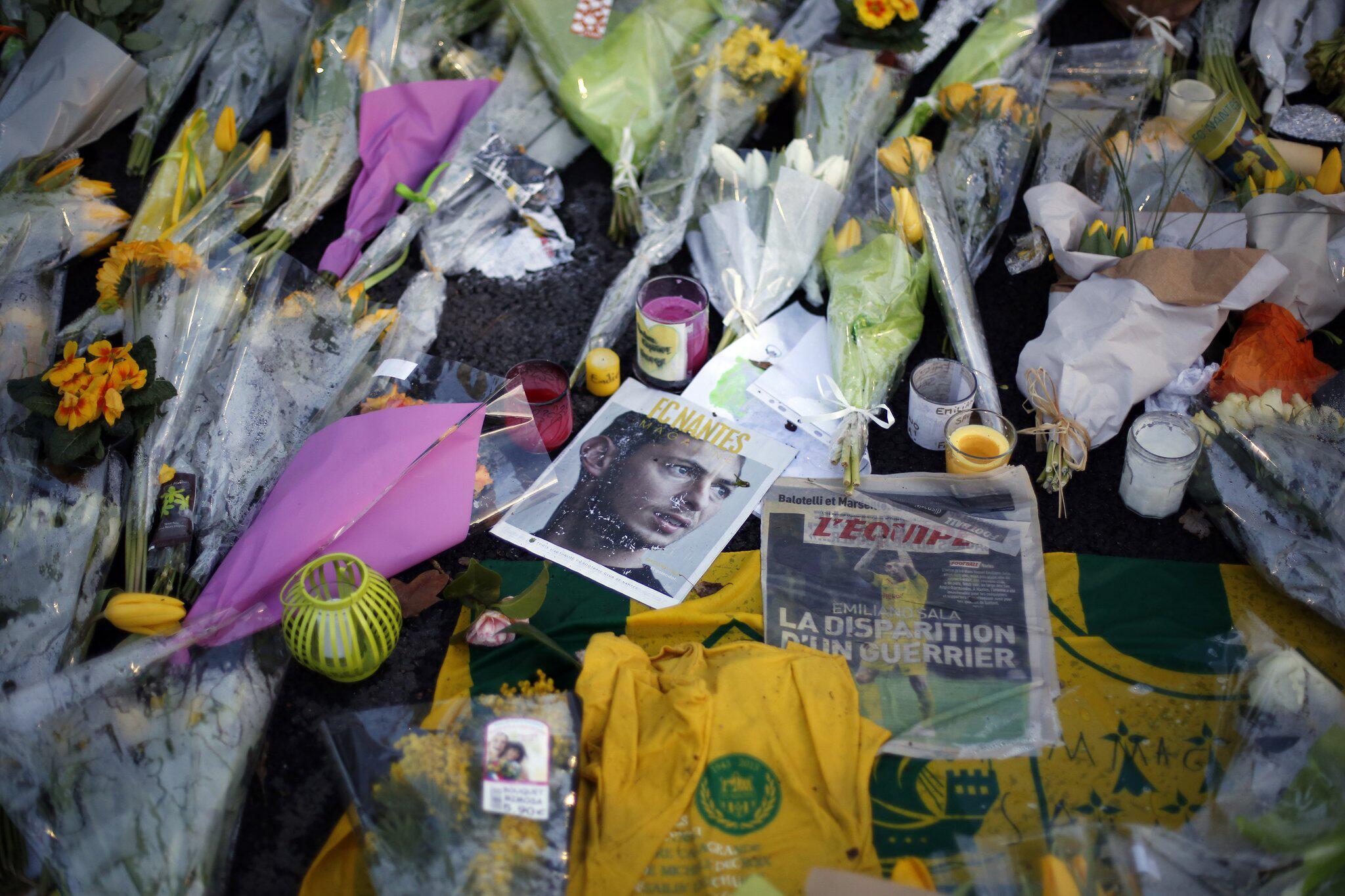 Bild zu Fussballer Sala wird weiter vermisst