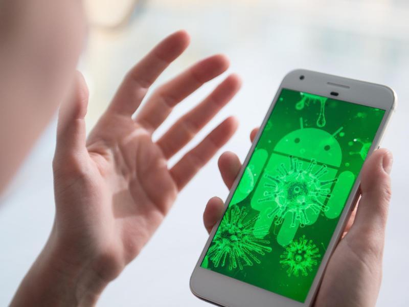 Bild zu Virus auf Smartphone