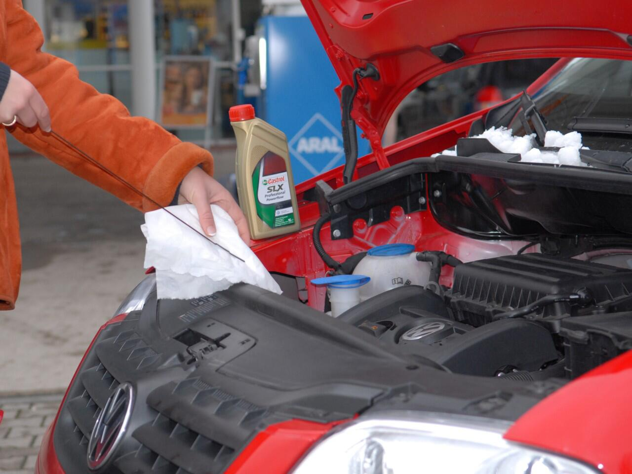 Bild zu Motoröl überprüfen: Wichtig für ein langes Motorleben