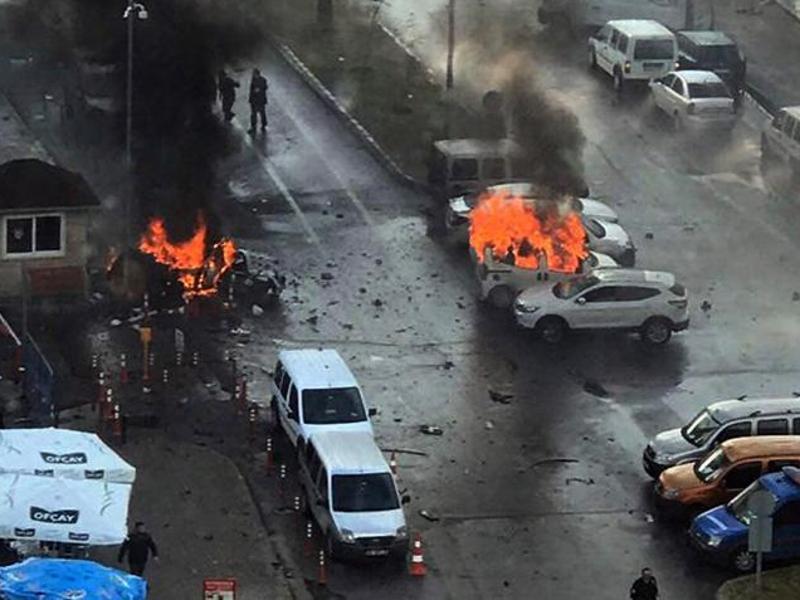 Bild zu Explosion in Izmir