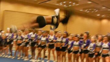 Bild zu Cheerleaderin
