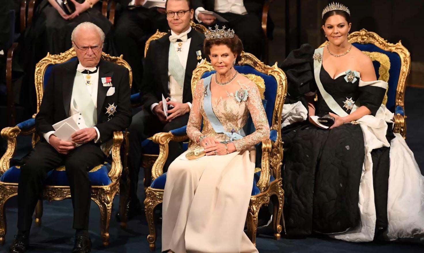 Bild zu Victoria von Schweden, Nobelpreis, Verleihung, Kleid