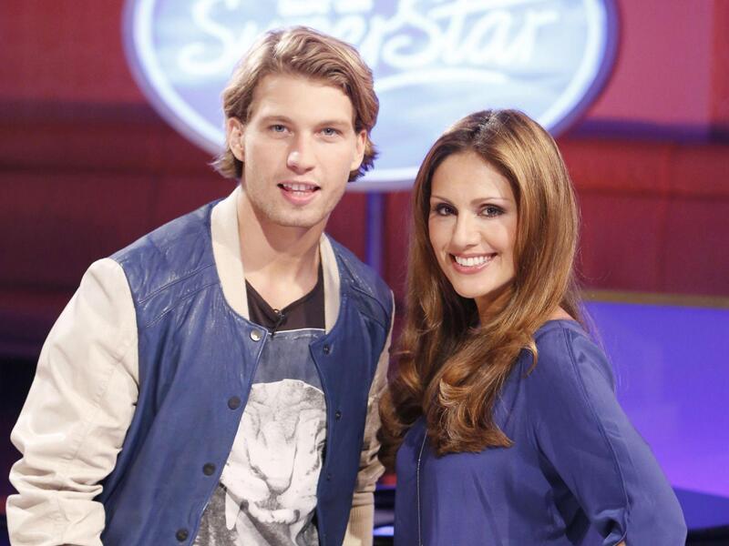 Bild zu Nazan Eckes und Raúl Richter moderieren die zehnte Staffel der Casting-Show.