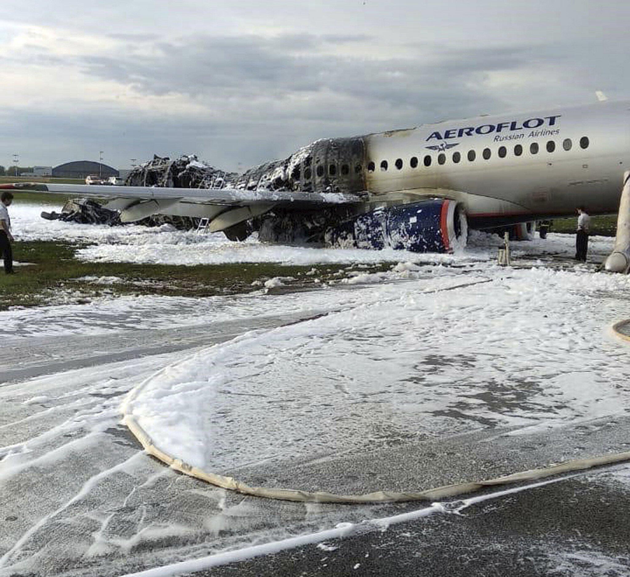 Bild zu Russisches Flugzeug fängt Feuer